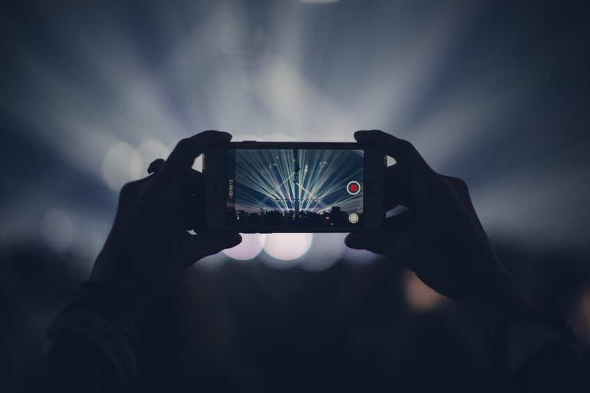 Filming concert on smartphone
